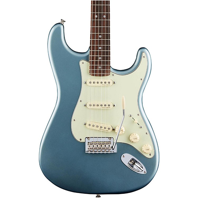 FenderDeluxe Roadhouse Rosewood Fingerboard StratocasterMystic Ice Blue