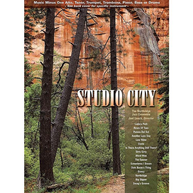Hal LeonardStudio City (Music Minus One Trombone) Music Minus One Series Softcover with CD